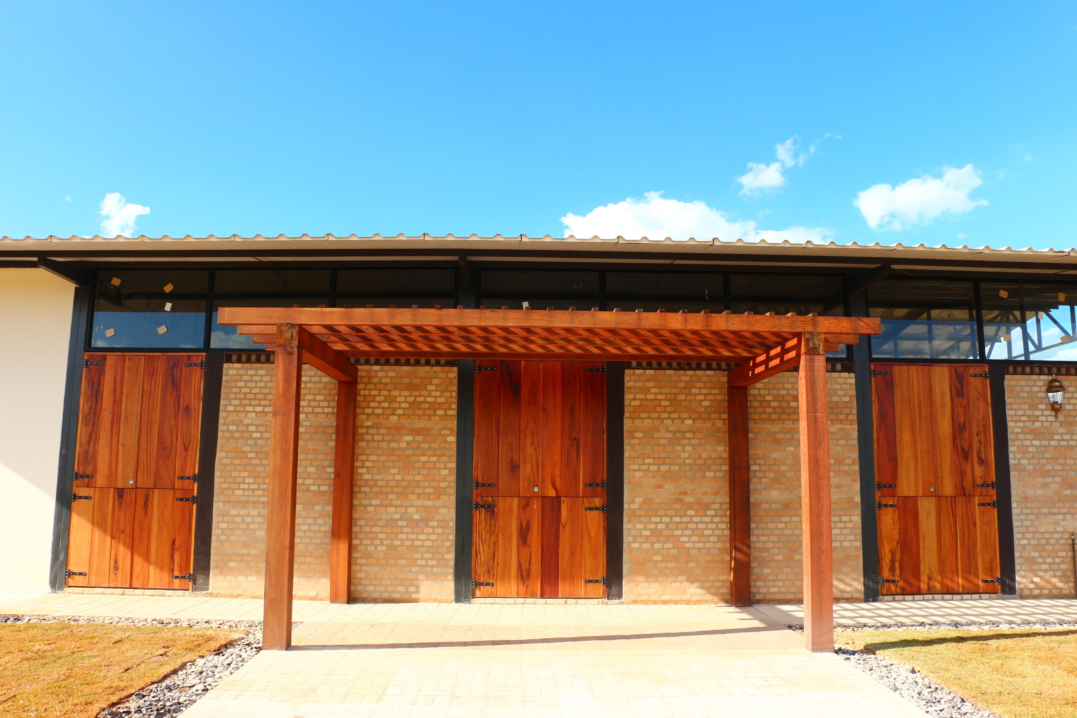 CASA GALPÃO (UM LOFT NO CAMPO) « TETO Arquitetura Sustentável e  #0187CA 3456x2304 Arquitetura Sustentavel Banheiro