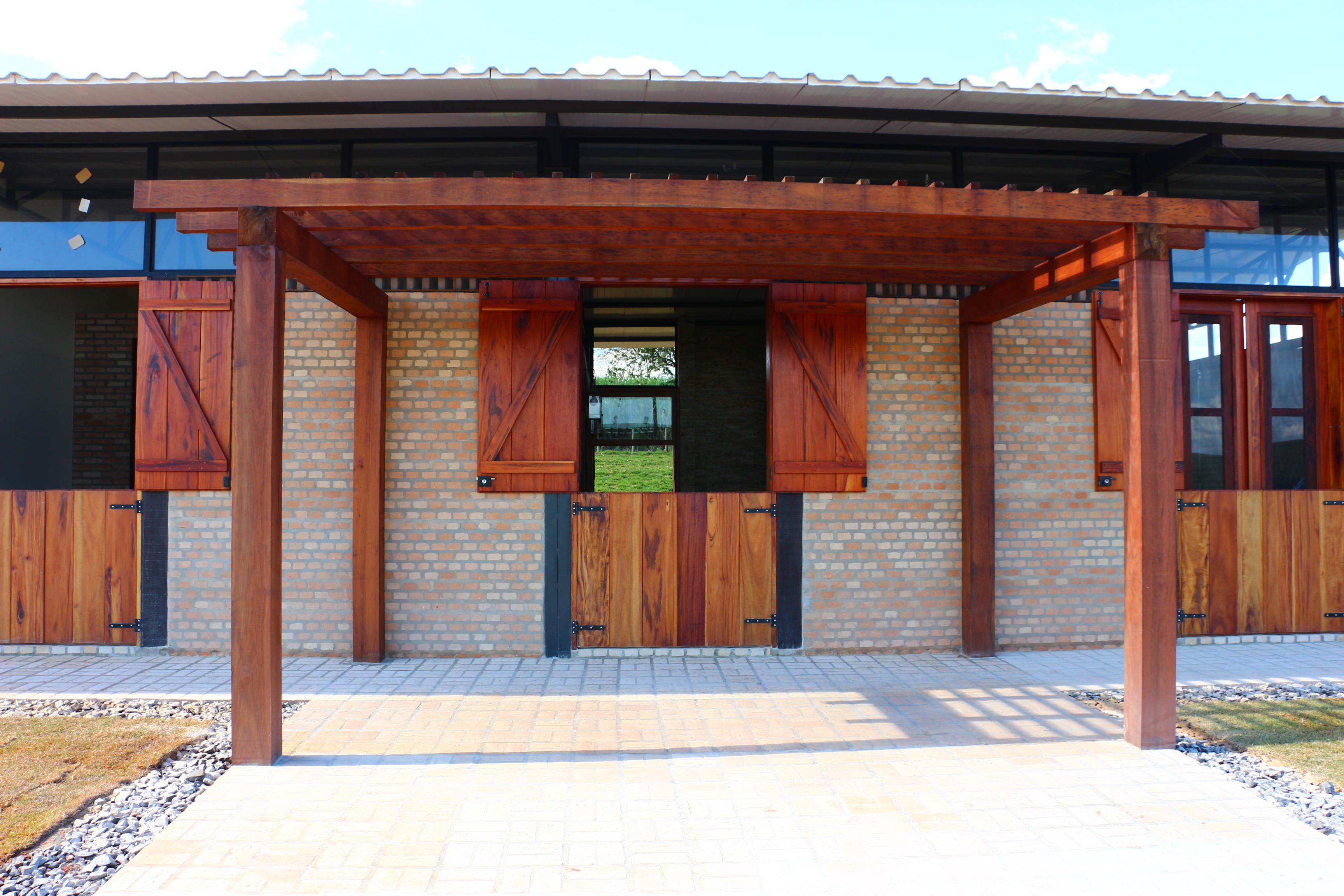 CASA GALPÃO (UM LOFT NO CAMPO) « TETO Arquitetura Sustentável e  #7A3B2C 3456x2304 Arquitetura Sustentavel Banheiro
