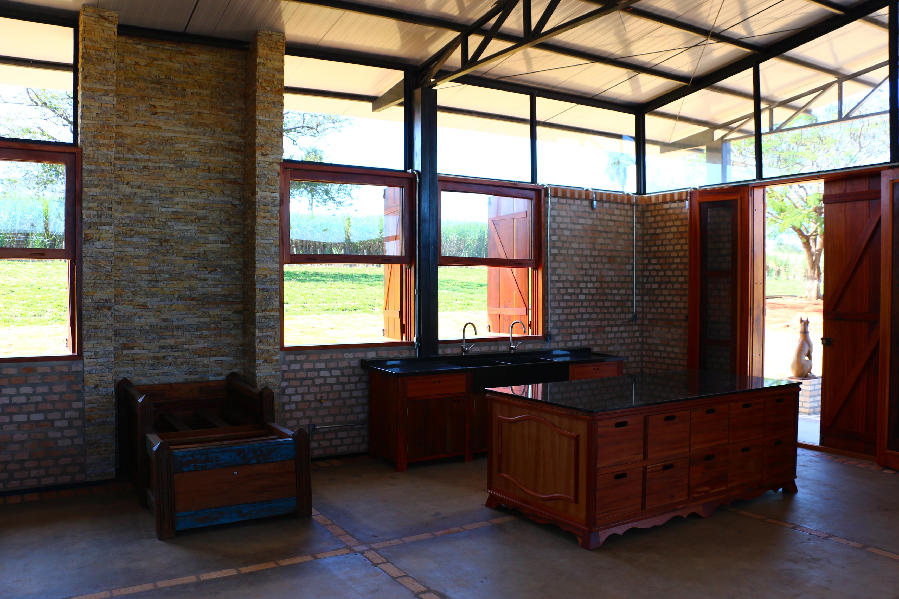 CASA GALPÃO (UM LOFT NO CAMPO) « TETO Arquitetura Sustentável e  #9F7D2C 3456x2304 Arquitetura Sustentavel Banheiro